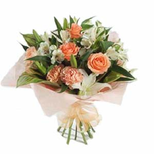 Hand tied bouquet of flowers - beautiful fresh flowers delivered in the UK